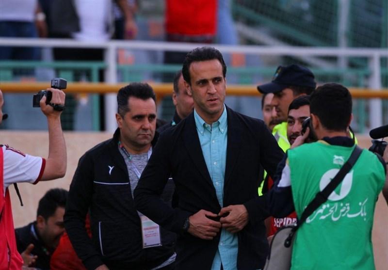 حاشیه دیدار ملوان - سپیدرود، سنگ پرانی طرفداران ملوان به سمت بازیکنان و داور، علی کریمی تیمش را بیرون کشید