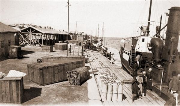 بوشهر، ایستگاه دریایی زائران ایران در خلیج فارس