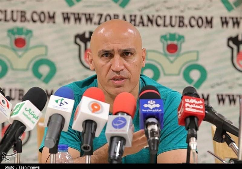 اصفهان، منصوریان: دست تمام مربیان لیگ برتر برای هم رو شده است، هنوز ستاره های بالای 30 سال معین کننده هستند